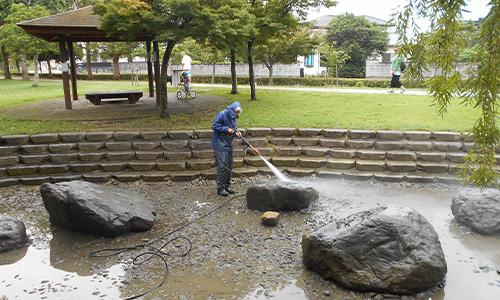 浜松市公園内の池掃除01.jpg