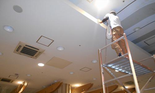 浜松市 ショッピングセンターフードコート内除塵清掃02.jpg
