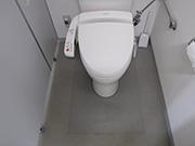トイレ内床面剥離洗浄及びワックス塗布