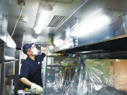 浜松市の飲食店様 厨房内のレンジフード、グリスフィルター清掃