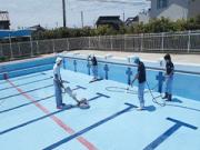 浜松市内の小学校 プール清掃