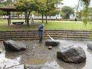 浜松市 公園内池清掃
